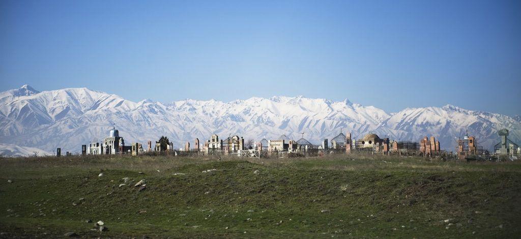 Gear4guides-begraafplaats-kyrgyzstan-1-1024x470